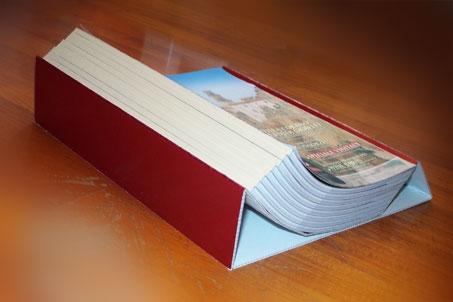 Espositore in cartone per riviste