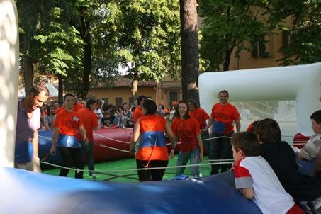 volontari in festa a villa bracci